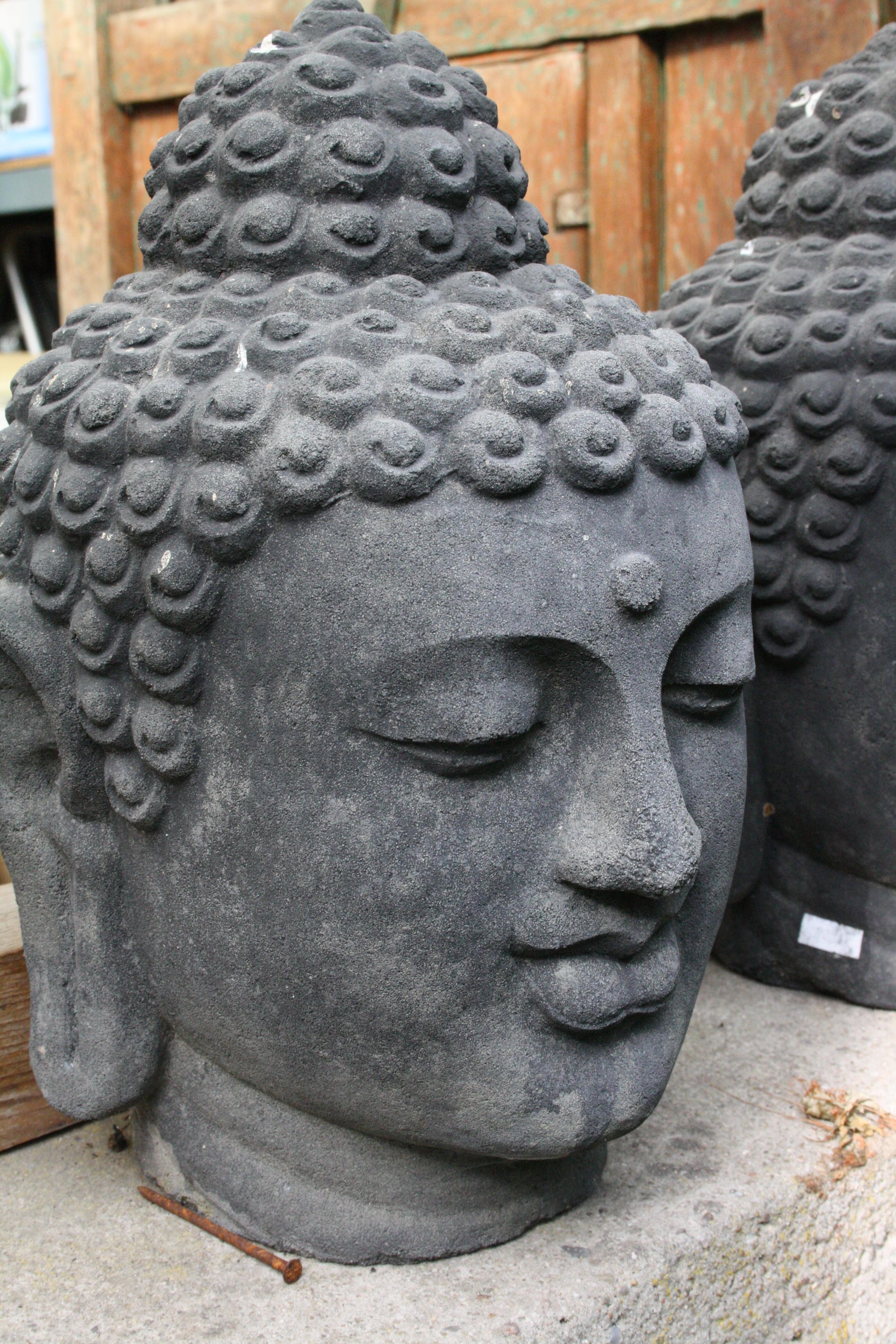 gegossener buddhakopf aus lavastein buddha fur garten. Black Bedroom Furniture Sets. Home Design Ideas